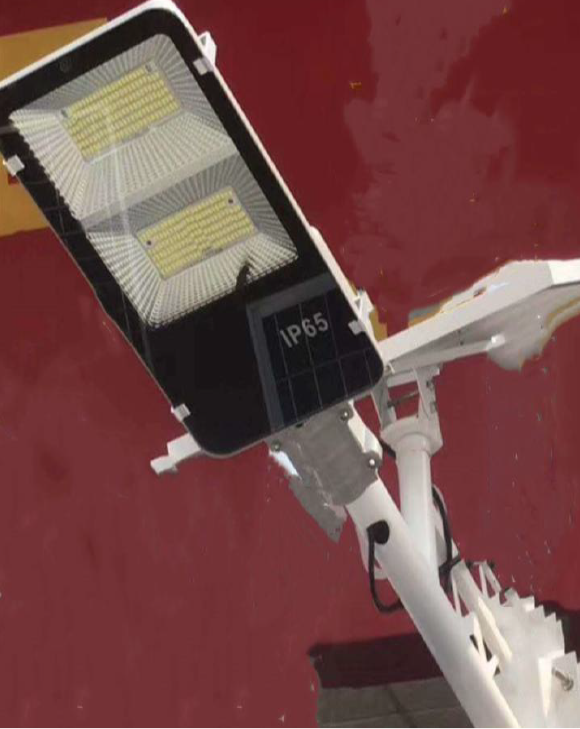 太阳能挂式路灯